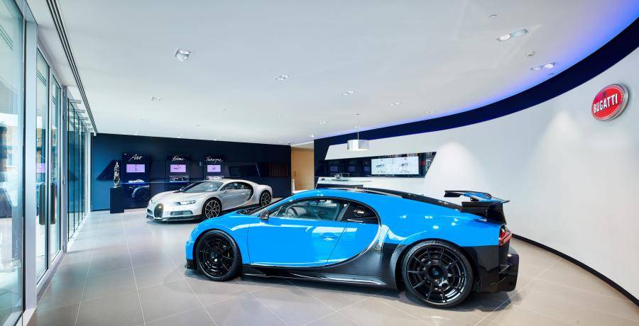 Bugatti Chiron in het hol van de CO2-leeuw