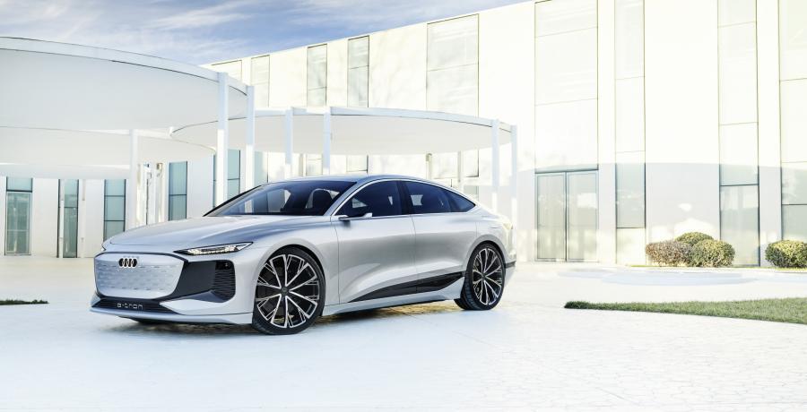 Elektrische Audi A6 E-Tron Concept projecteert videogames op de muur