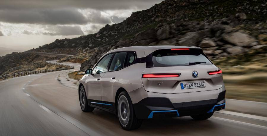 Elektrische BMW iX kost net zoveel als een instap-BMW X5