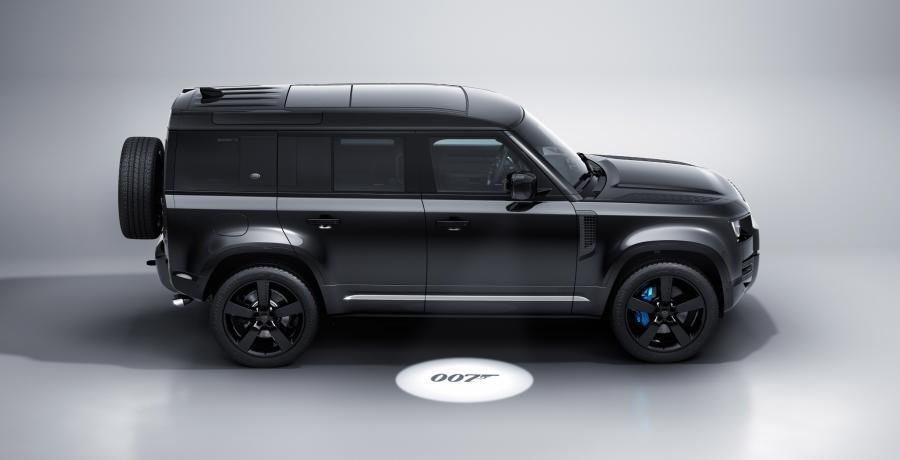 Defender ... Land Rover Defender! Van deze Bond Edition raak je 'shaken ánd stirred'