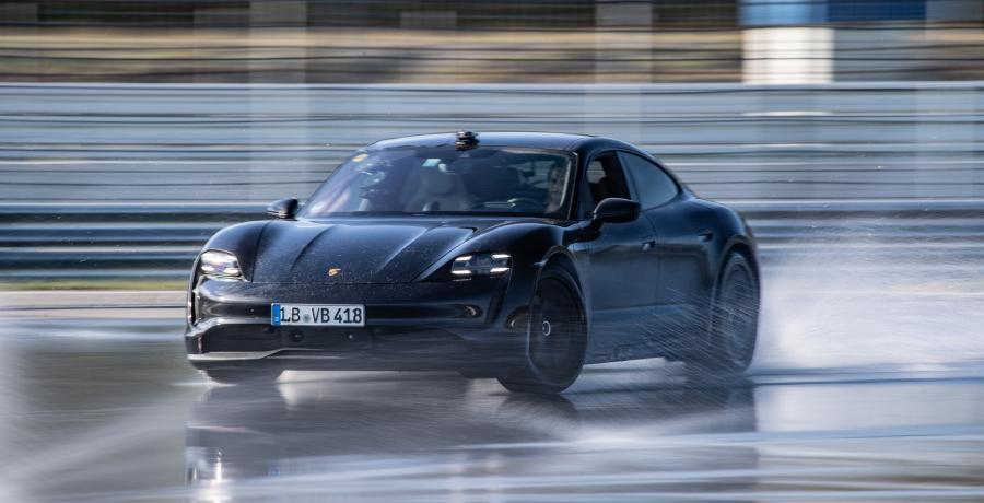 Porsche Taycan breekt het driftrecord voor elektrische auto's