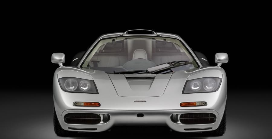 Hoe een piepjonge Elon Musk in 1999 de duurste auto ter wereld kocht