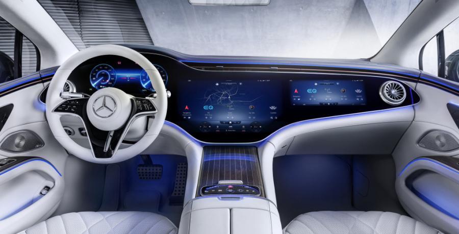 Met de elektrische Mercedes EQS sta je niet vaak bij de laadpaal