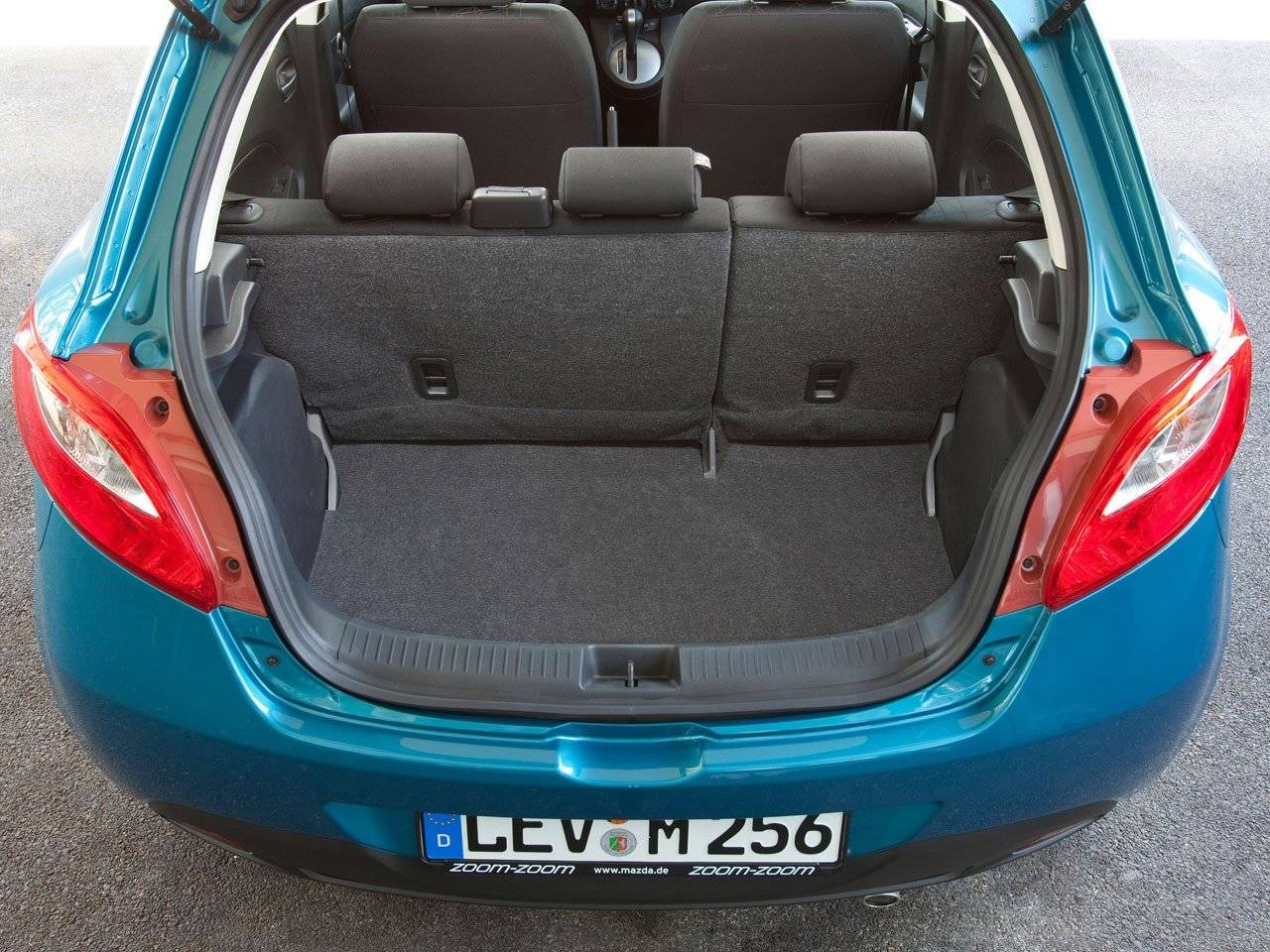 test mazda2 autotests. Black Bedroom Furniture Sets. Home Design Ideas