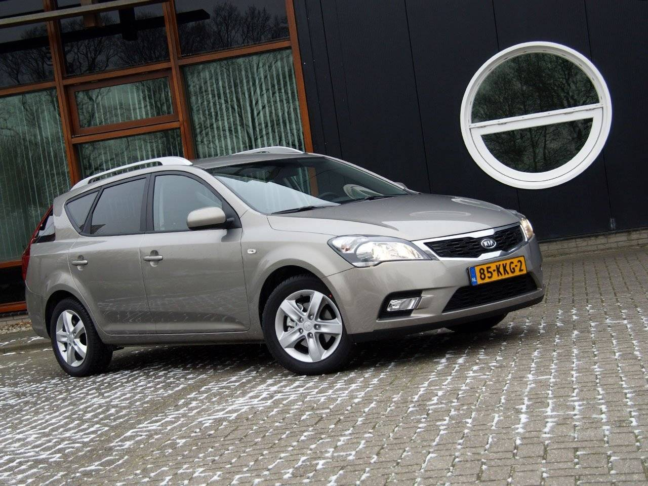 test kia cee d sporty wagon autotests. Black Bedroom Furniture Sets. Home Design Ideas
