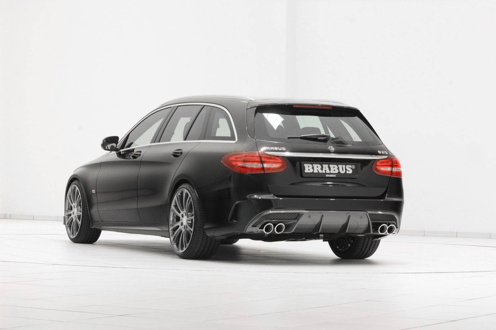 brabus sportiviteit voor mercedes c klasse estate tuning styling. Black Bedroom Furniture Sets. Home Design Ideas
