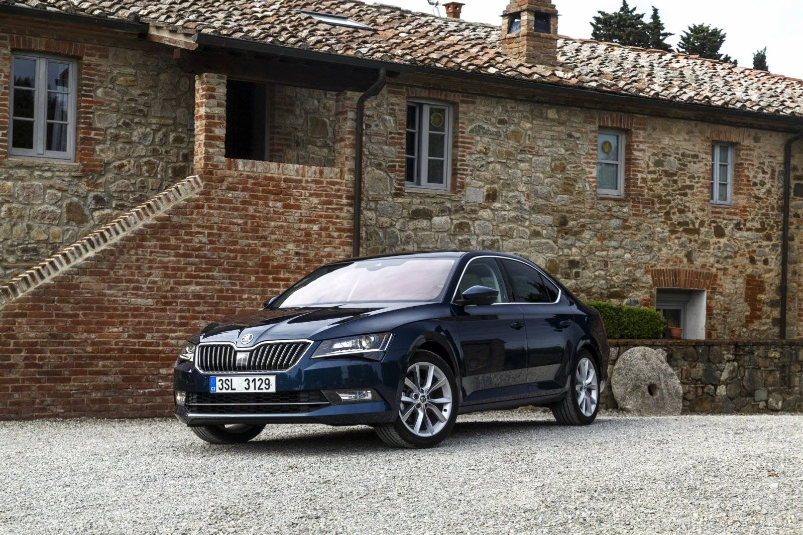 test autotest skoda superb autotests. Black Bedroom Furniture Sets. Home Design Ideas