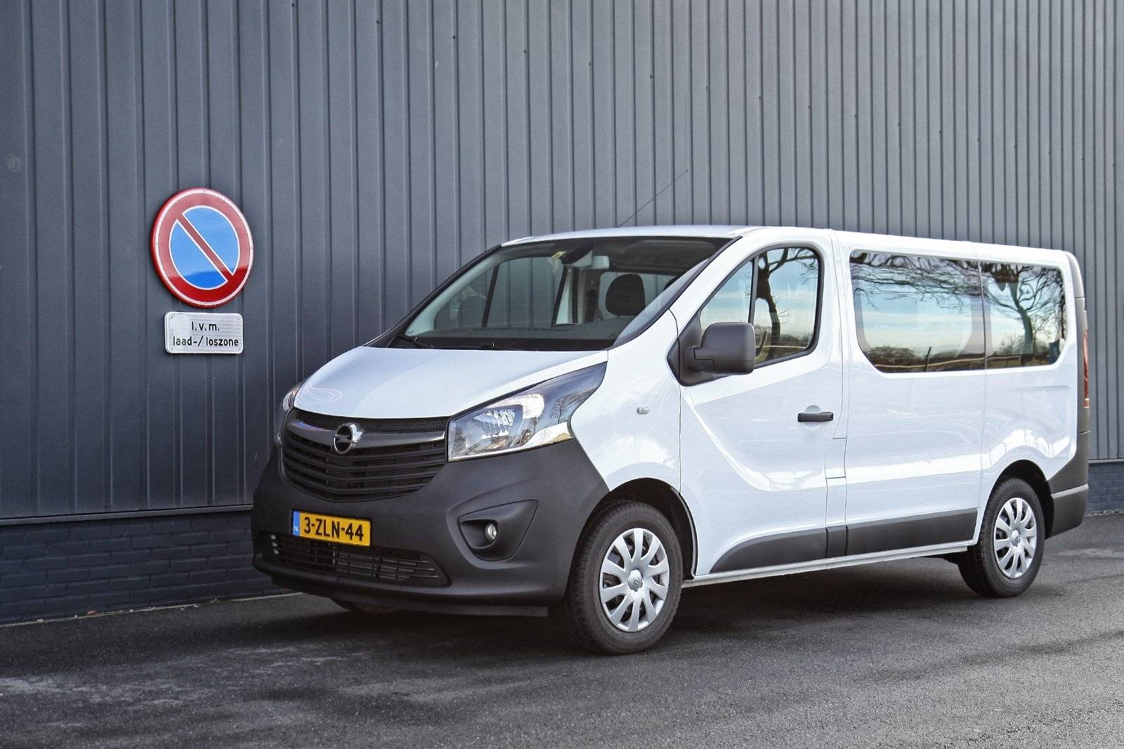 test autotest opel vivaro combi autotests. Black Bedroom Furniture Sets. Home Design Ideas