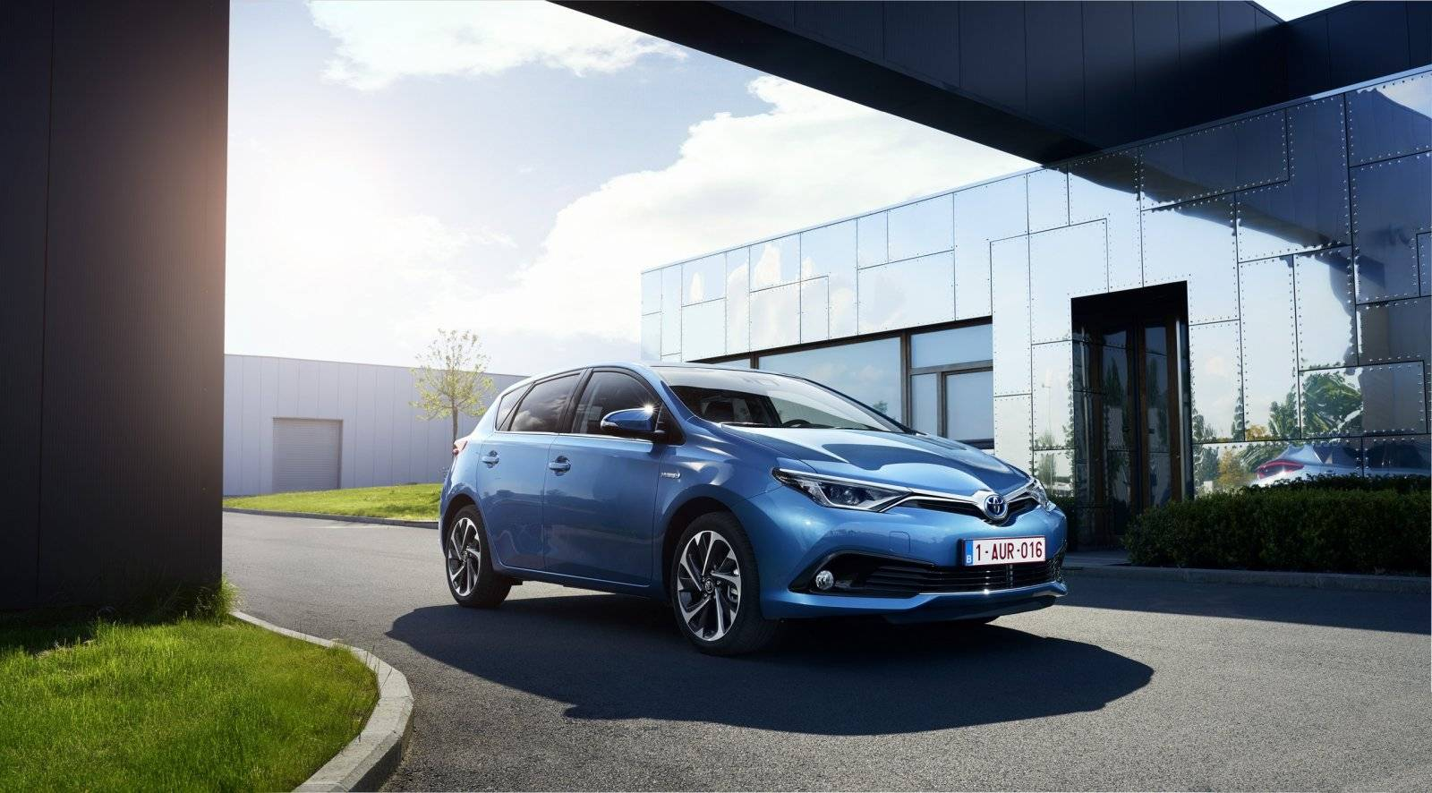 test autotest toyota auris hybrid autotests. Black Bedroom Furniture Sets. Home Design Ideas