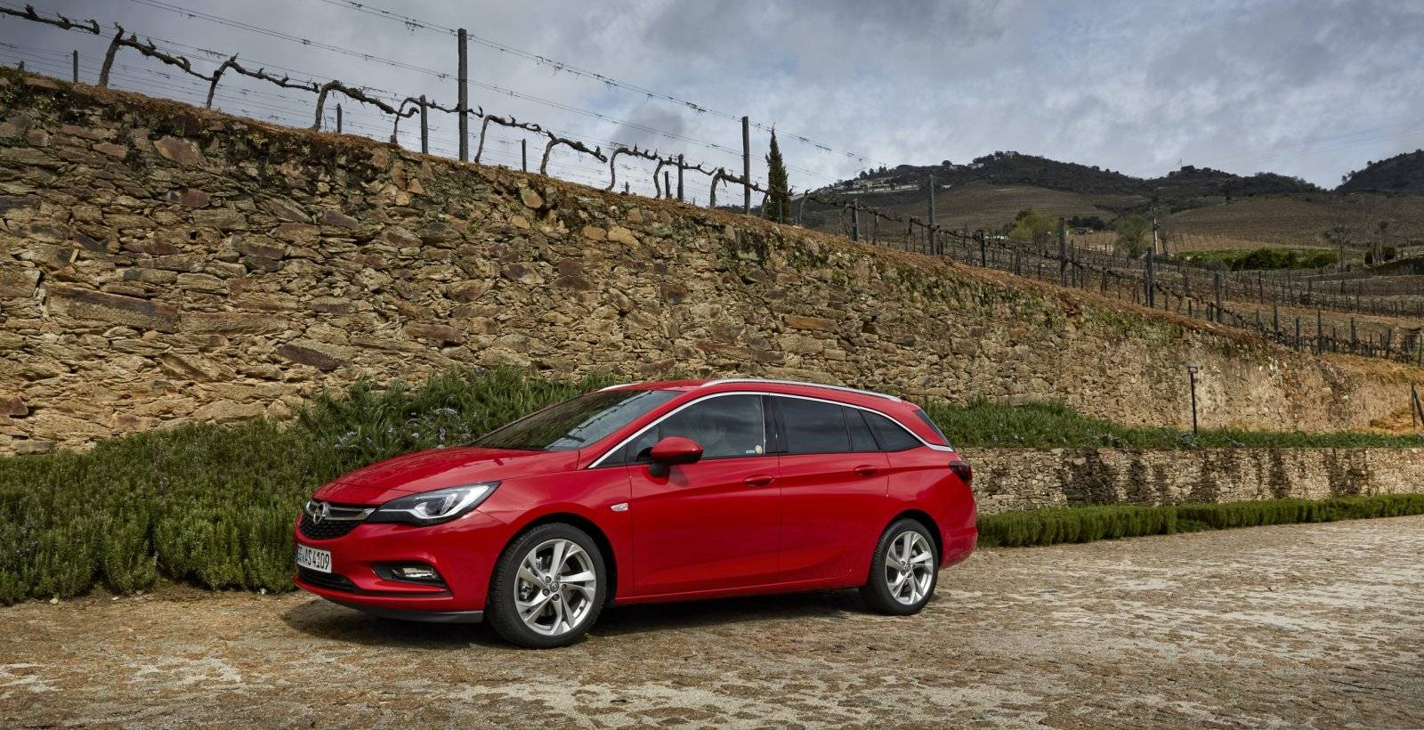 test autotest opel astra sports tourer autotests. Black Bedroom Furniture Sets. Home Design Ideas
