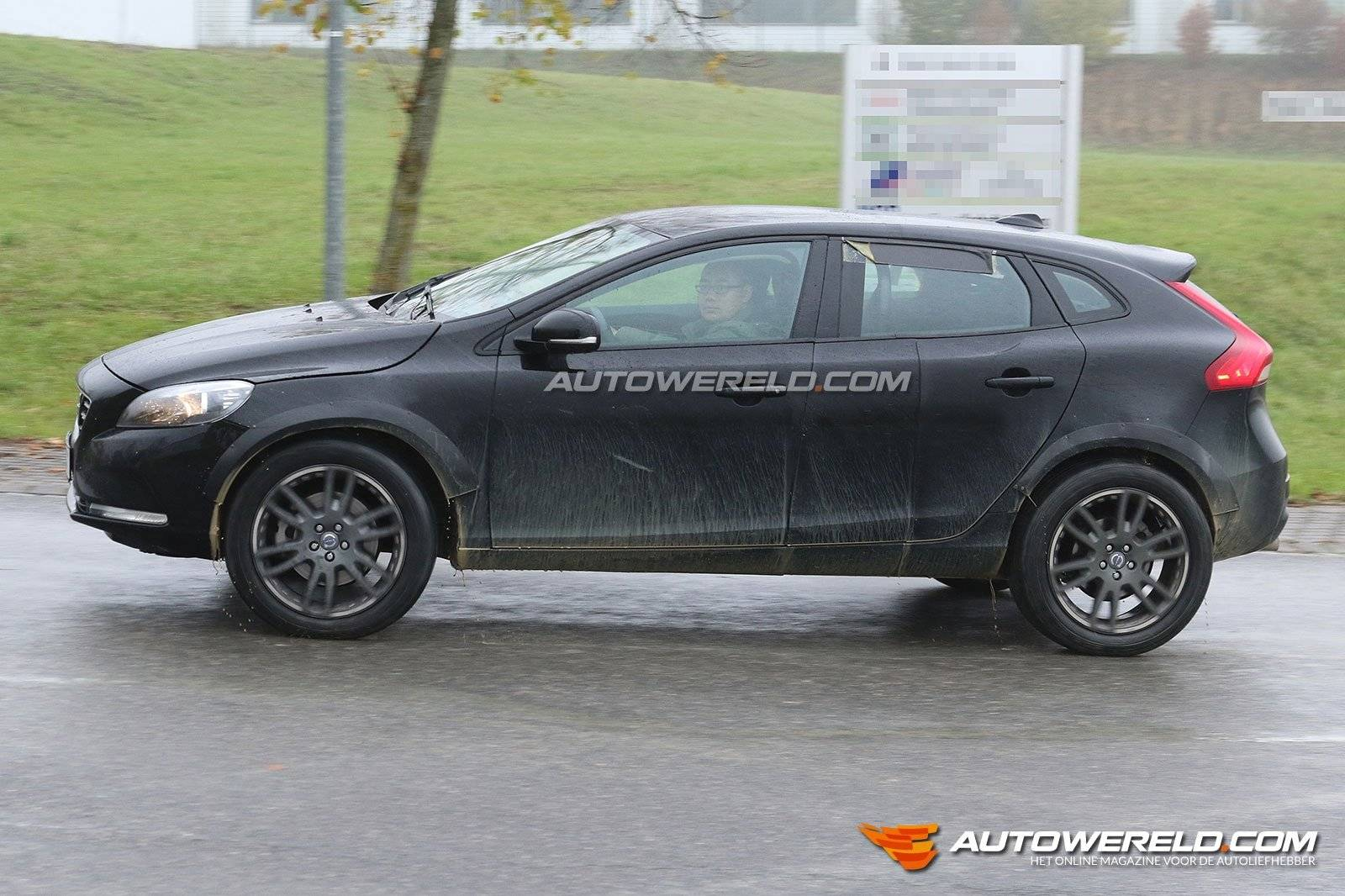 volvo xc40 als mule gesnapt spyshots. Black Bedroom Furniture Sets. Home Design Ideas