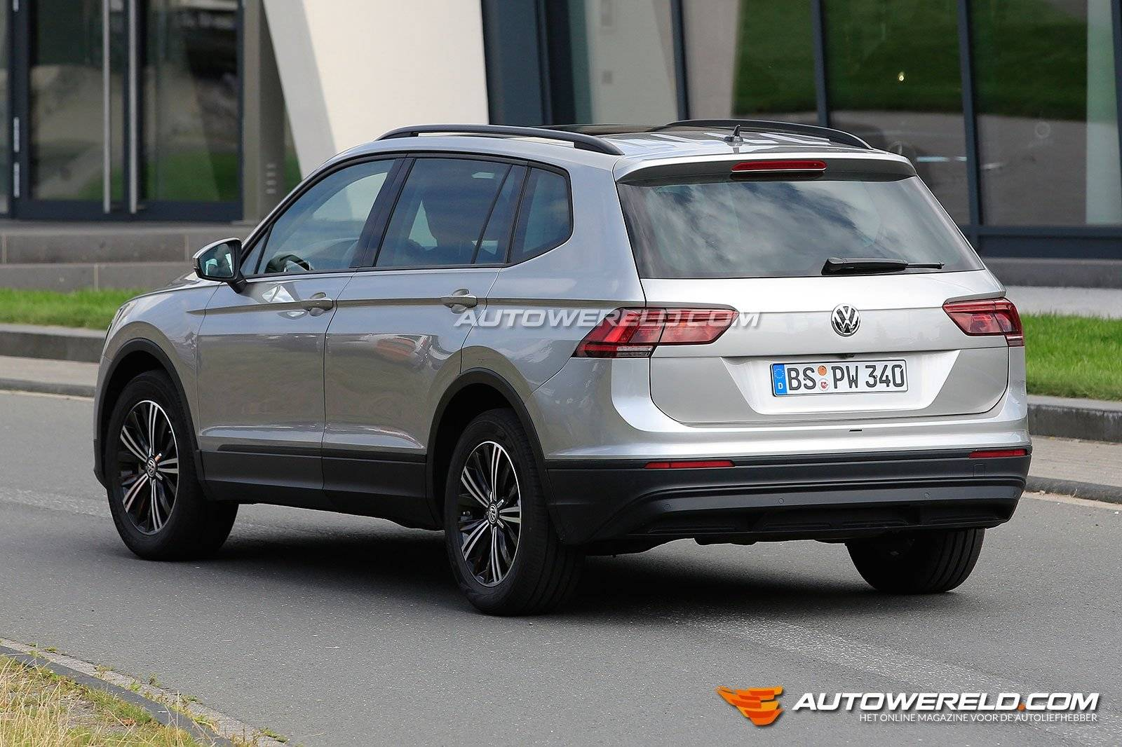 zonder camouflage volkswagen tiguan xl spyshots. Black Bedroom Furniture Sets. Home Design Ideas