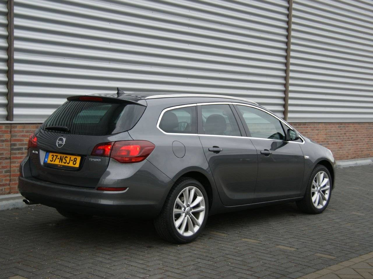 test opel astra sports tourer autotests. Black Bedroom Furniture Sets. Home Design Ideas