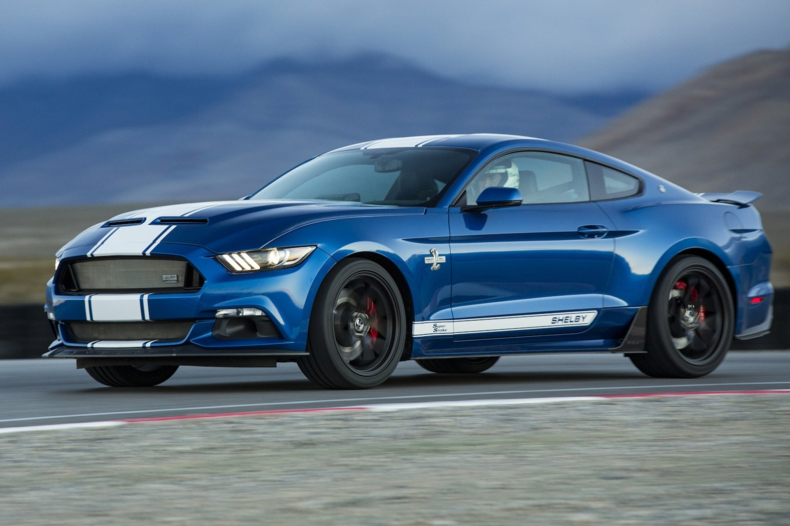 shelby super snake makes america great again autonieuws. Black Bedroom Furniture Sets. Home Design Ideas