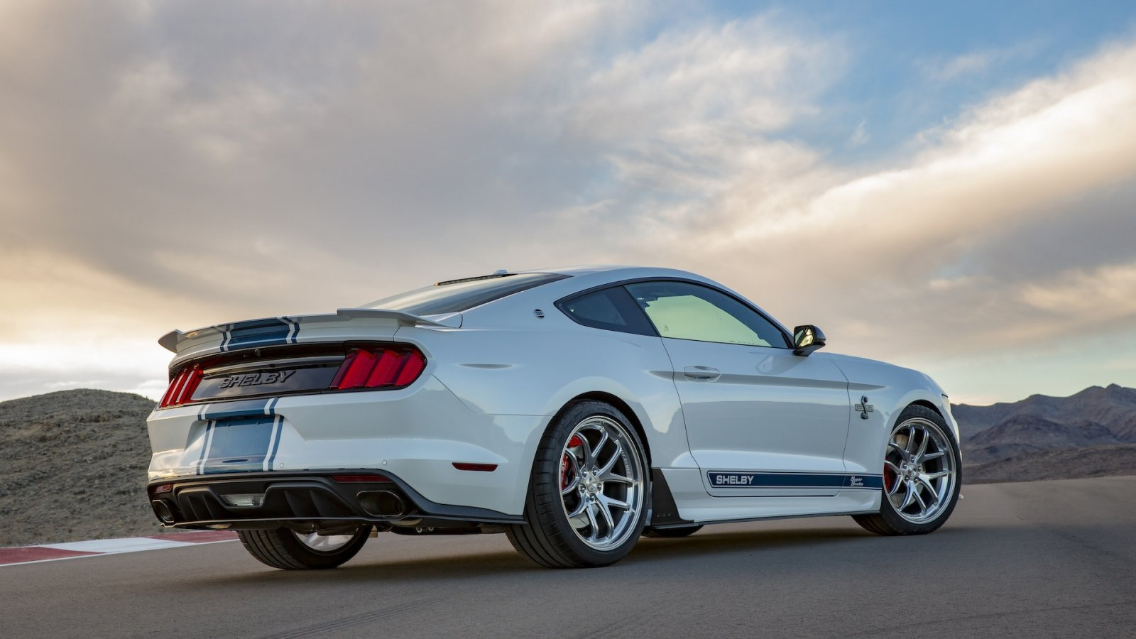 Shelby Super Snake makes America great again / Autonieuws ...