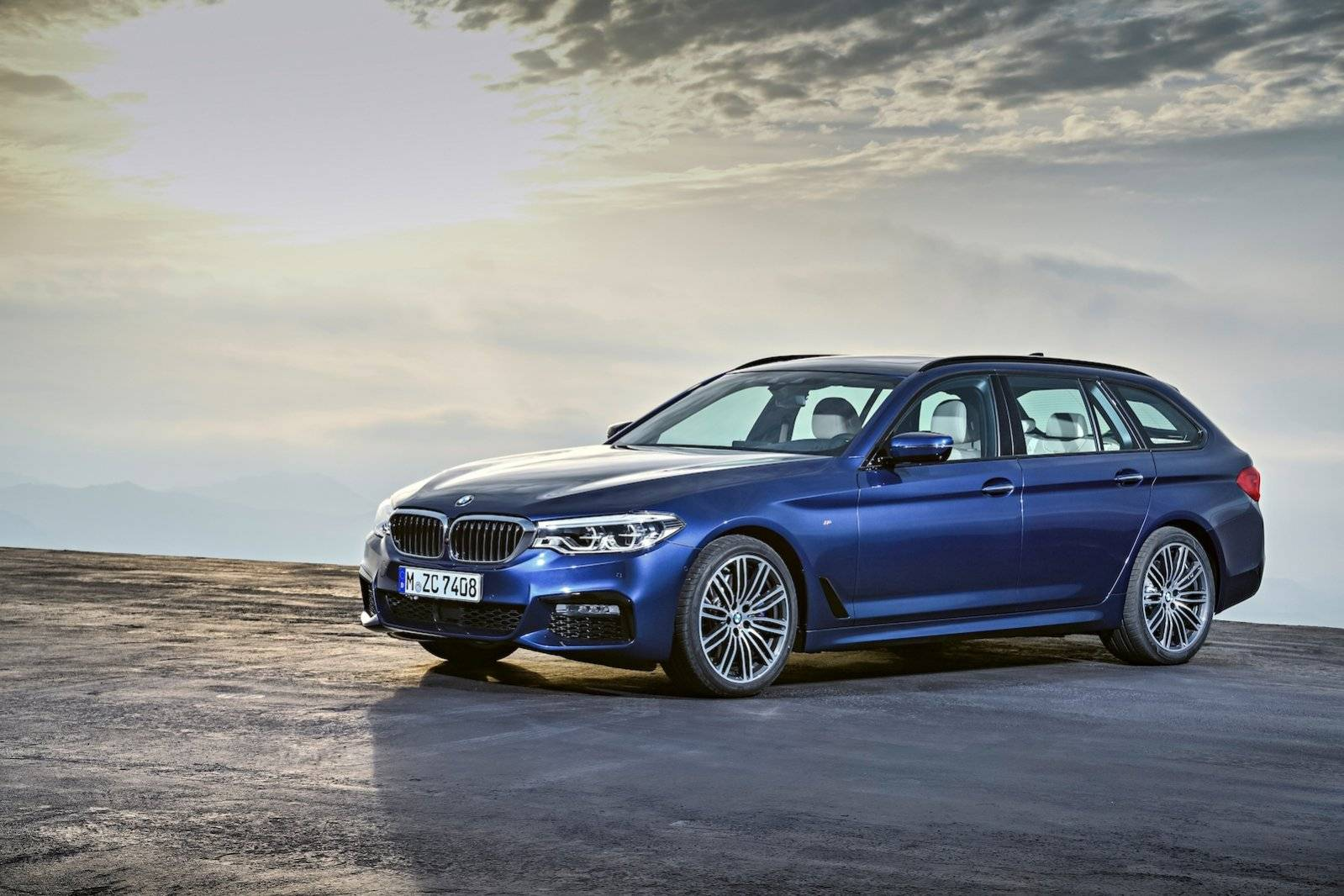 nieuwe bmw 5 serie touring onthuld autonieuws. Black Bedroom Furniture Sets. Home Design Ideas