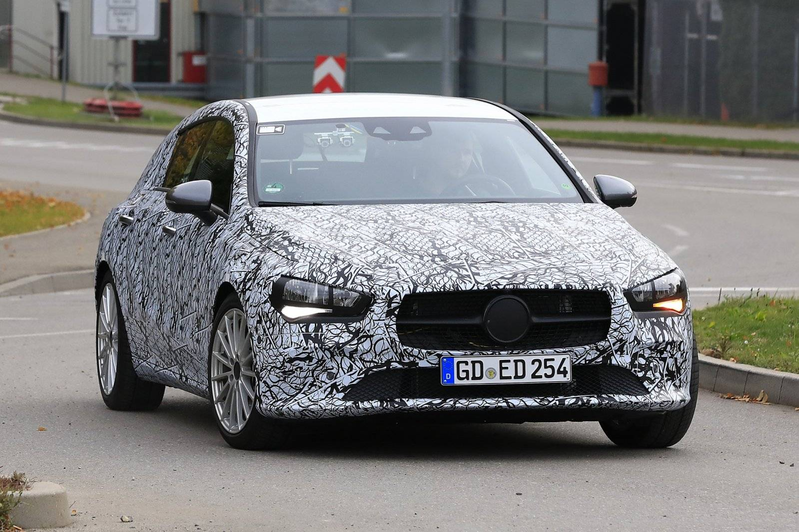 nieuwe mercedes cla shooting brake brengt c estate in gevaar spyshots. Black Bedroom Furniture Sets. Home Design Ideas