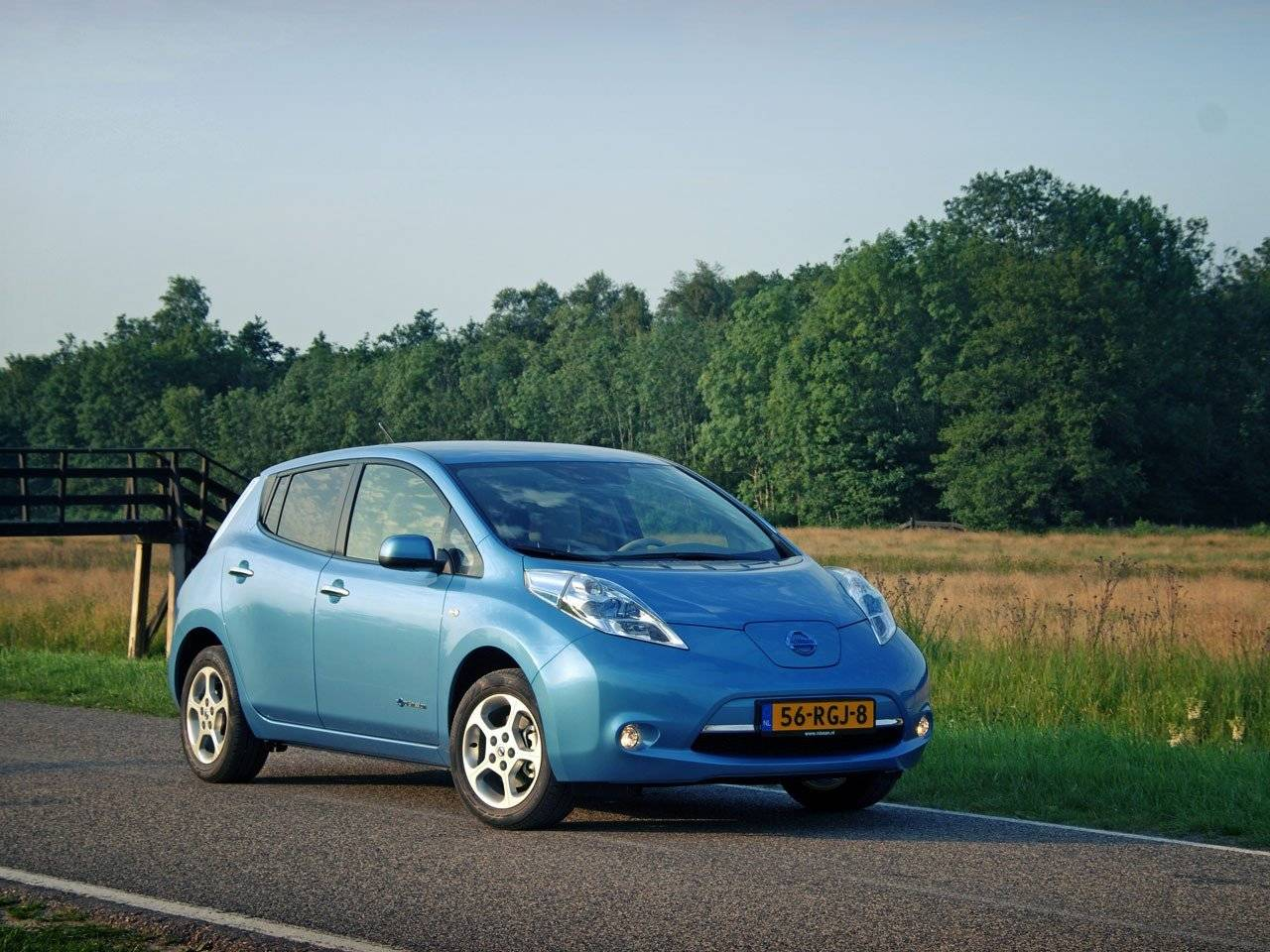 test nissan leaf autotests. Black Bedroom Furniture Sets. Home Design Ideas