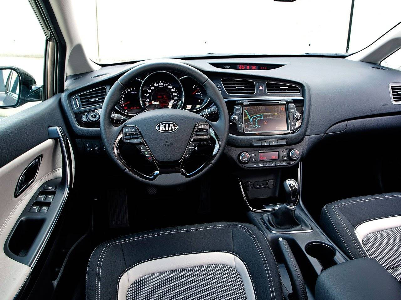 test kia cee d sportswagon autotests. Black Bedroom Furniture Sets. Home Design Ideas