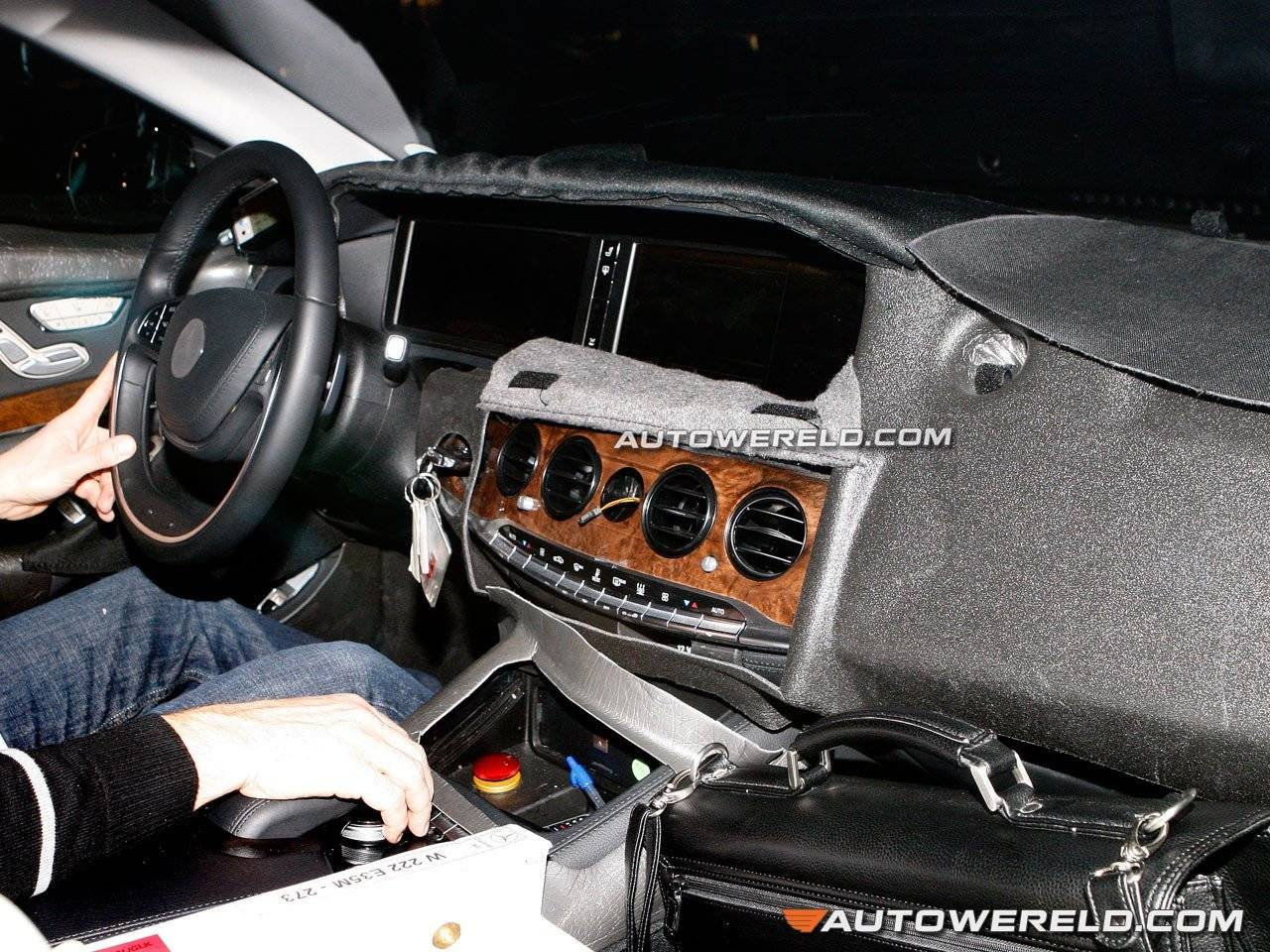 Eerste blik op interieur mercedes benz s klasse spyshots for Mercedes s interieur