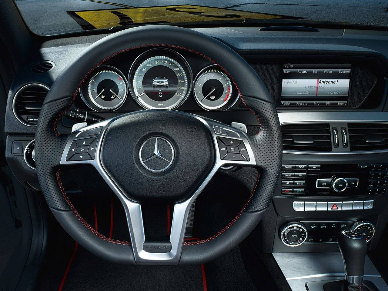 Mercedes c klasse coup sport uitgerust met amg dna for Interieur mercedes c klasse