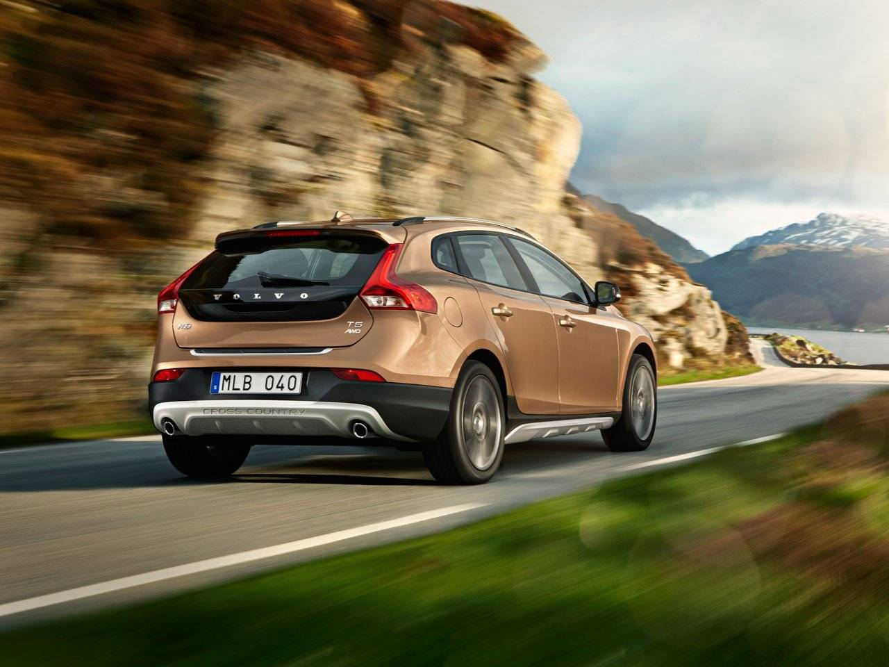 stoer ding volvo v40 cross country xc40 autonieuws. Black Bedroom Furniture Sets. Home Design Ideas