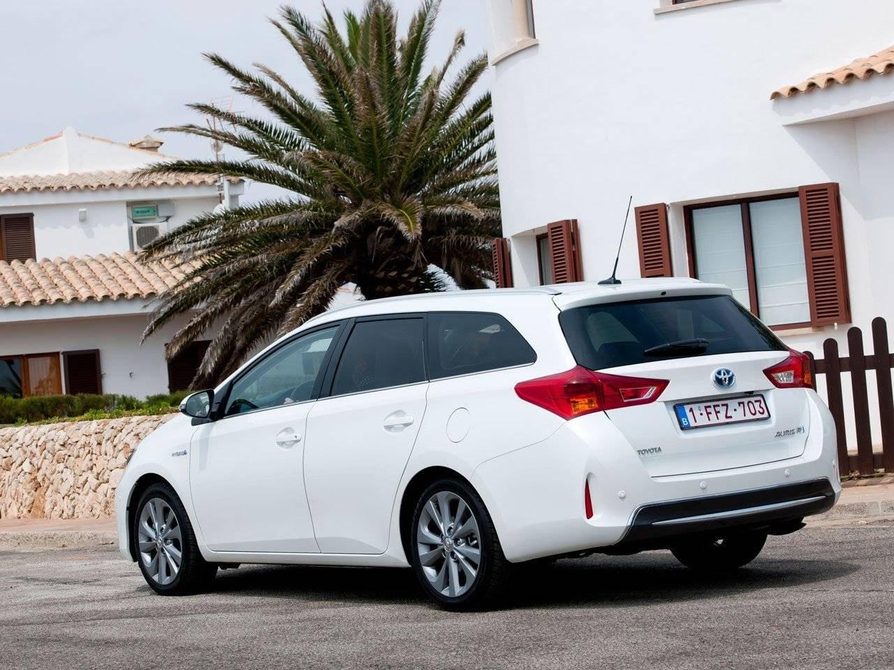 test toyota auris touring sports autotests. Black Bedroom Furniture Sets. Home Design Ideas