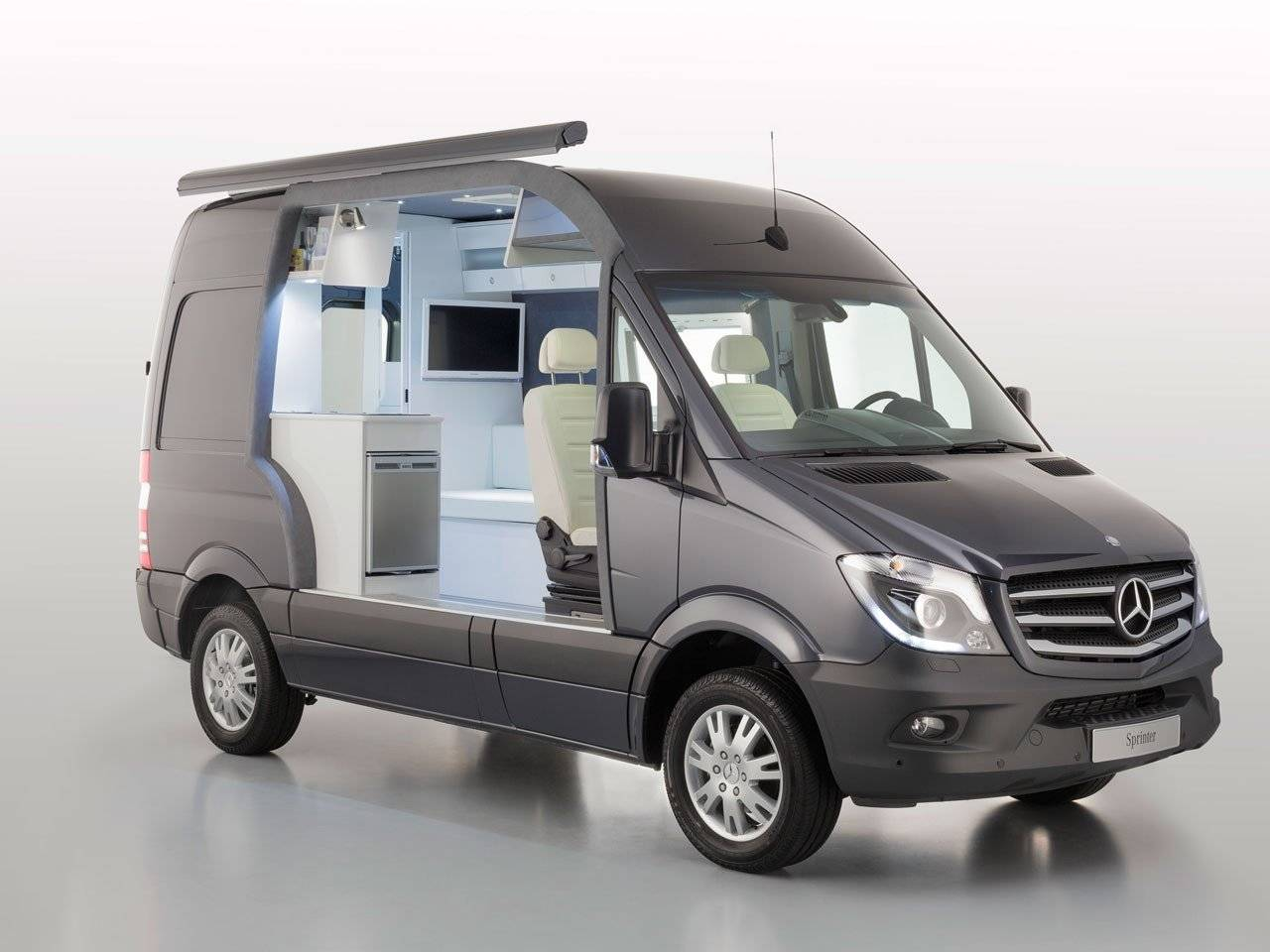 roadtrip maken met de nieuwe mercedes sprinter autonieuws. Black Bedroom Furniture Sets. Home Design Ideas