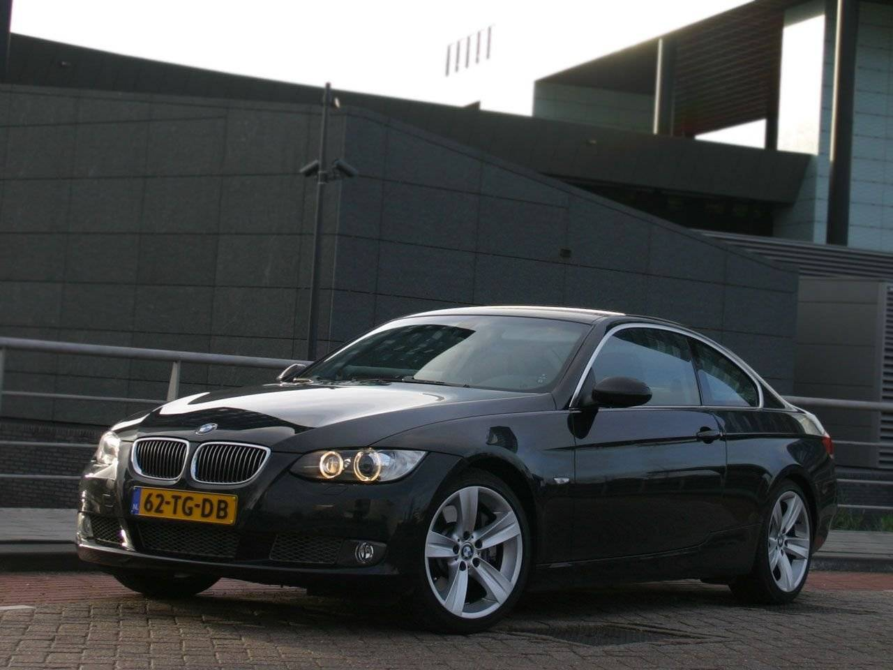 test een coup zoals het hoort bmw 3 serie coup autotests. Black Bedroom Furniture Sets. Home Design Ideas