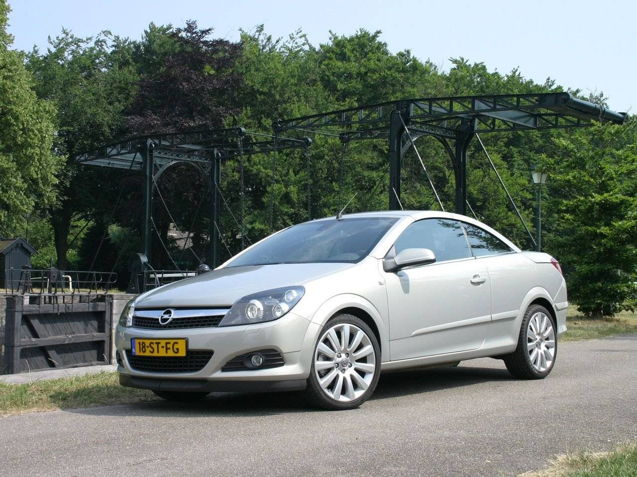 test opel astra twintop trendvolger autotests. Black Bedroom Furniture Sets. Home Design Ideas