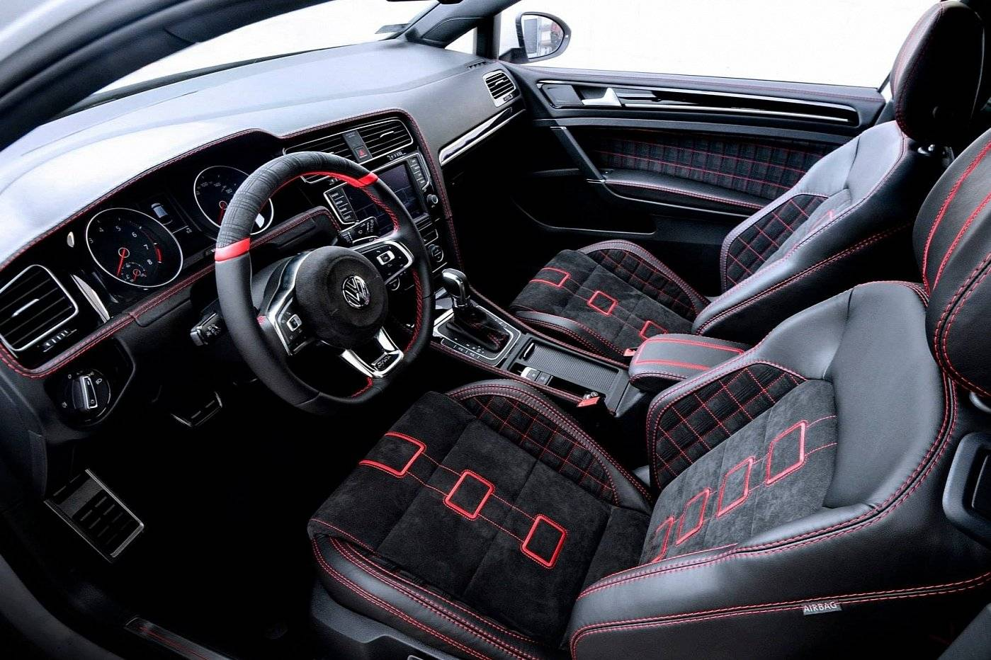 volkswagen golf gti lijdt aan lederfetisj tuning styling. Black Bedroom Furniture Sets. Home Design Ideas