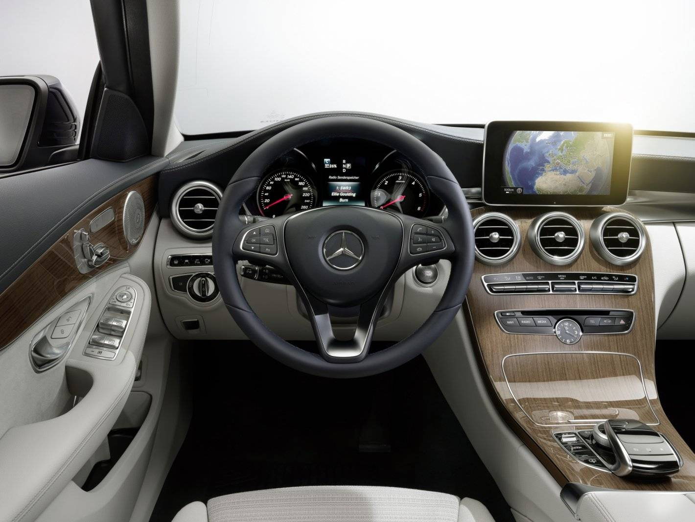In detail de nieuwe mercedes c klasse autonieuws for Interieur mercedes c klasse