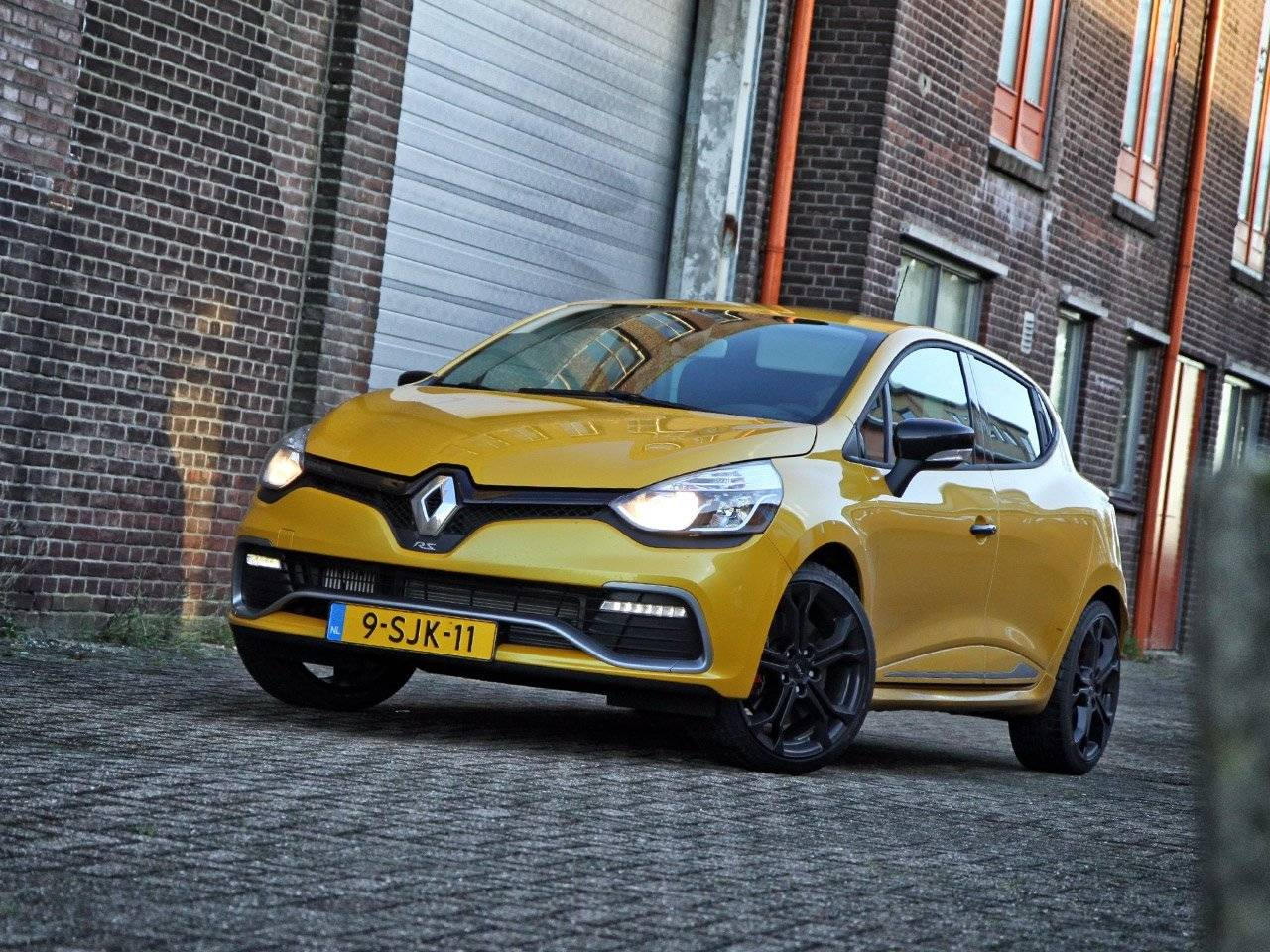 test autotest renault clio iv rs autotests. Black Bedroom Furniture Sets. Home Design Ideas