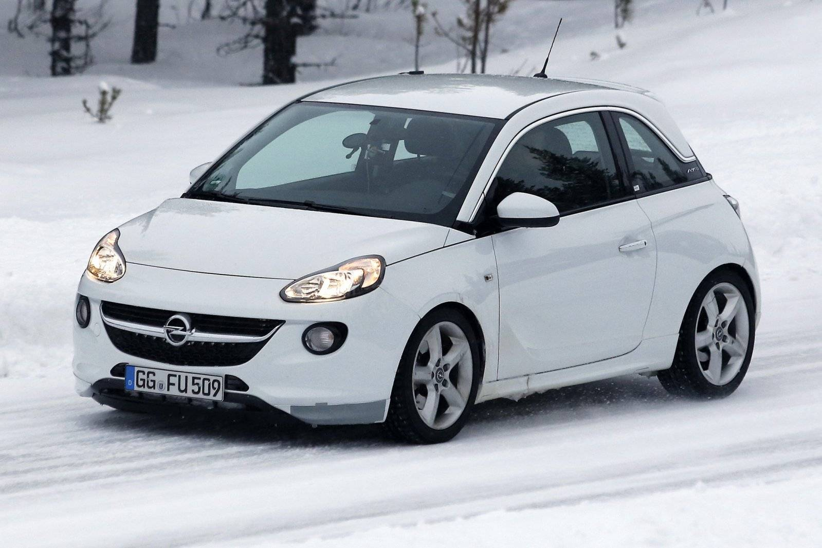 opel adam s opent jacht op abarth 500 spyshots. Black Bedroom Furniture Sets. Home Design Ideas