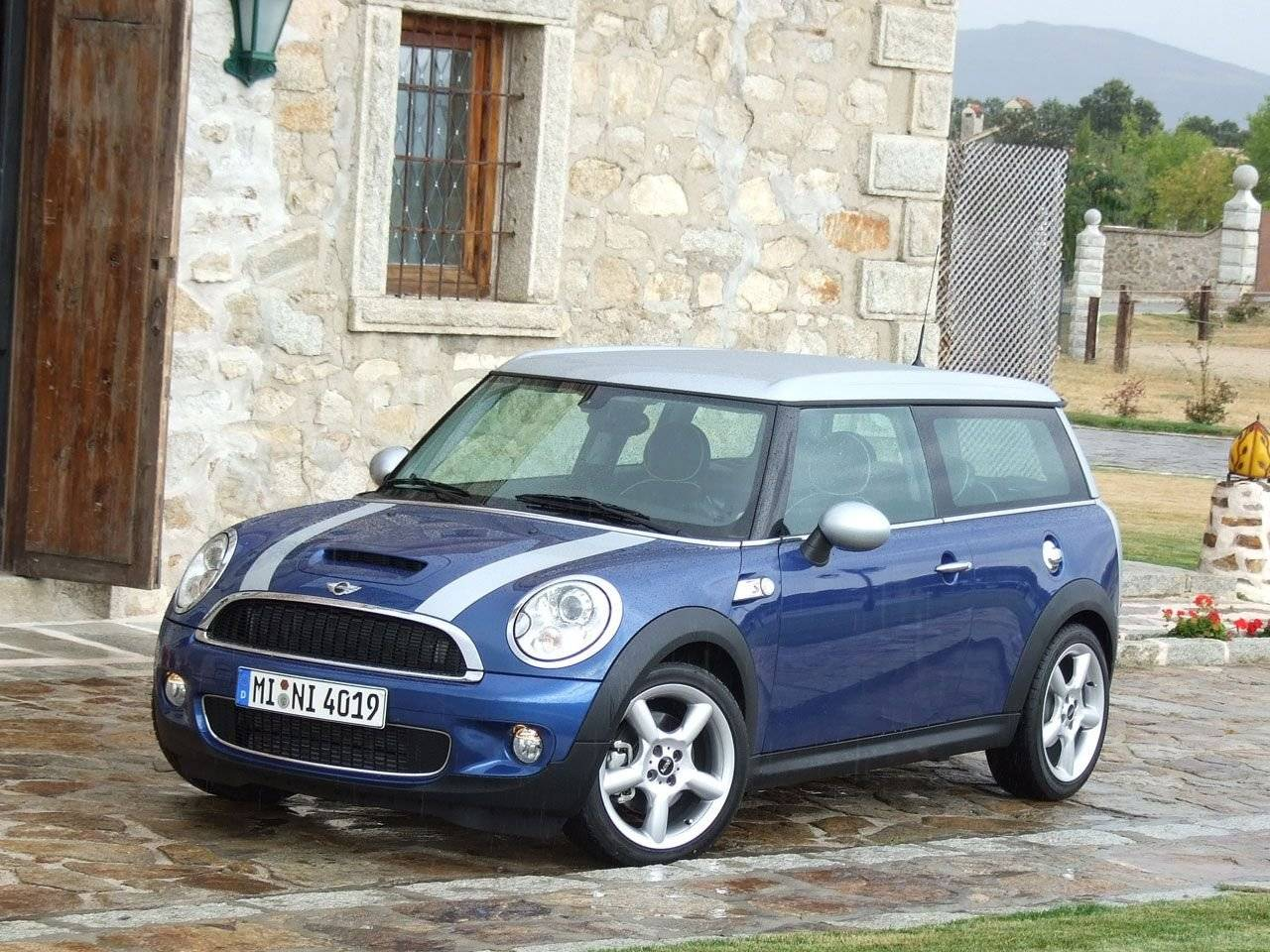 mini clubman test mini cooper clubman pictures posters. Black Bedroom Furniture Sets. Home Design Ideas