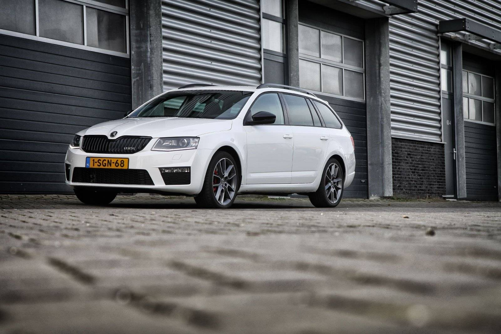 test skoda octavia combi rs autotests. Black Bedroom Furniture Sets. Home Design Ideas