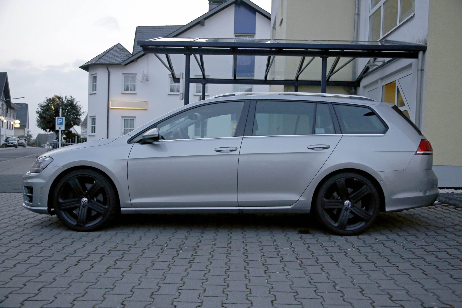 vw golf r variant auf der l a autoshow 2014. Black Bedroom Furniture Sets. Home Design Ideas