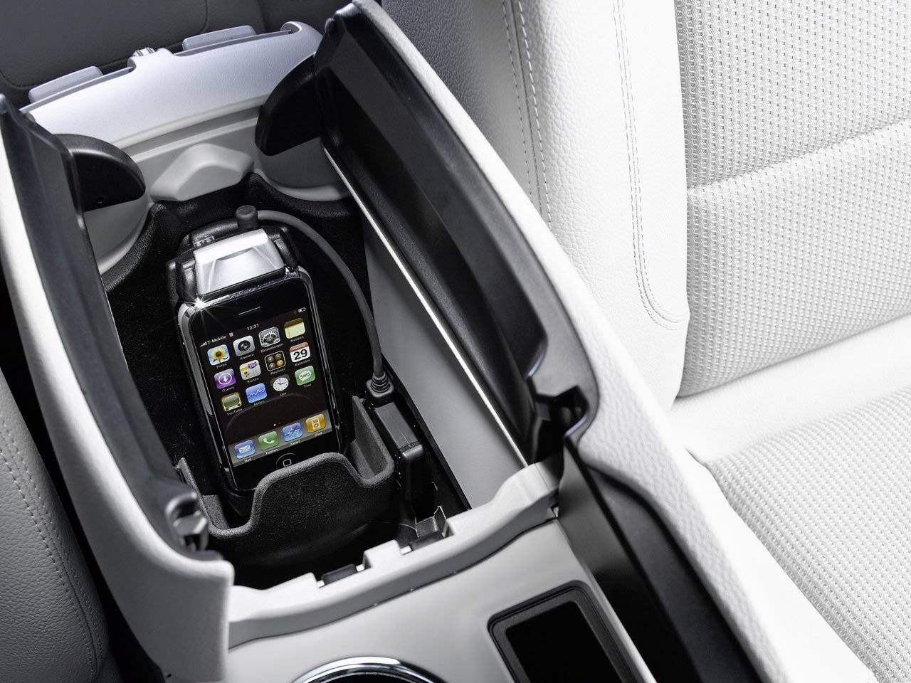 iphone interface voor mercedes benz automultimedia. Black Bedroom Furniture Sets. Home Design Ideas