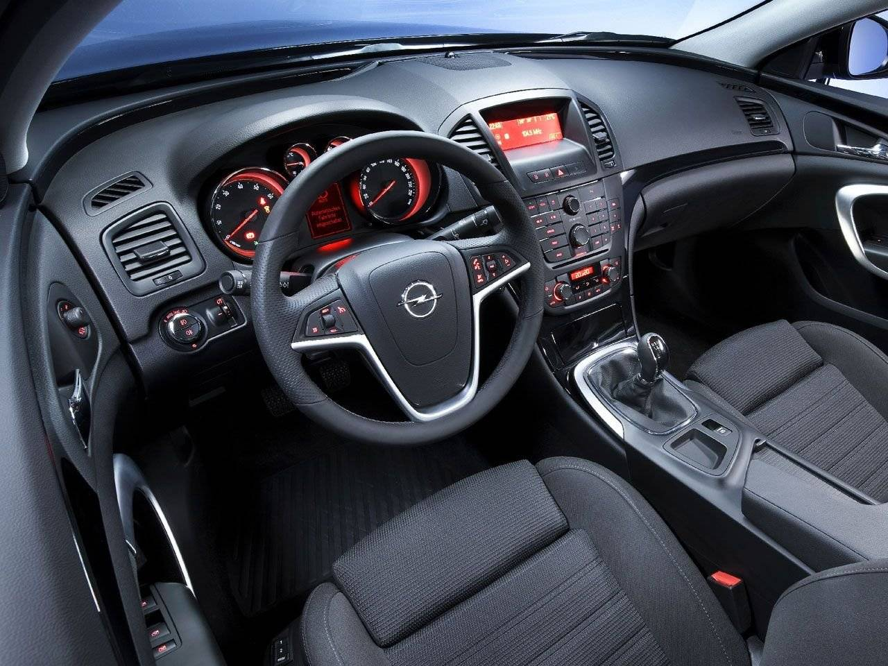 Officieel interieur opel insignia in detail autonieuws for Interieur opel mokka
