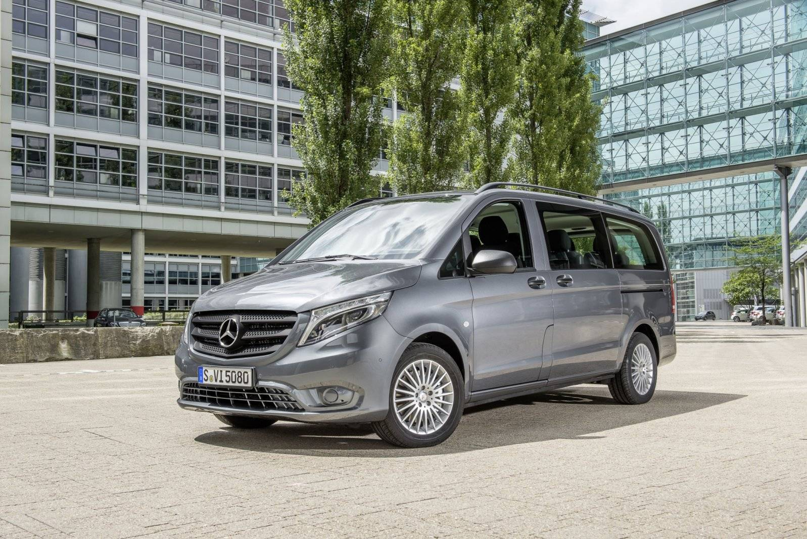 De nieuwe mercedes benz vito 9 persoons peoplemover for Mercedes benz vito tourer