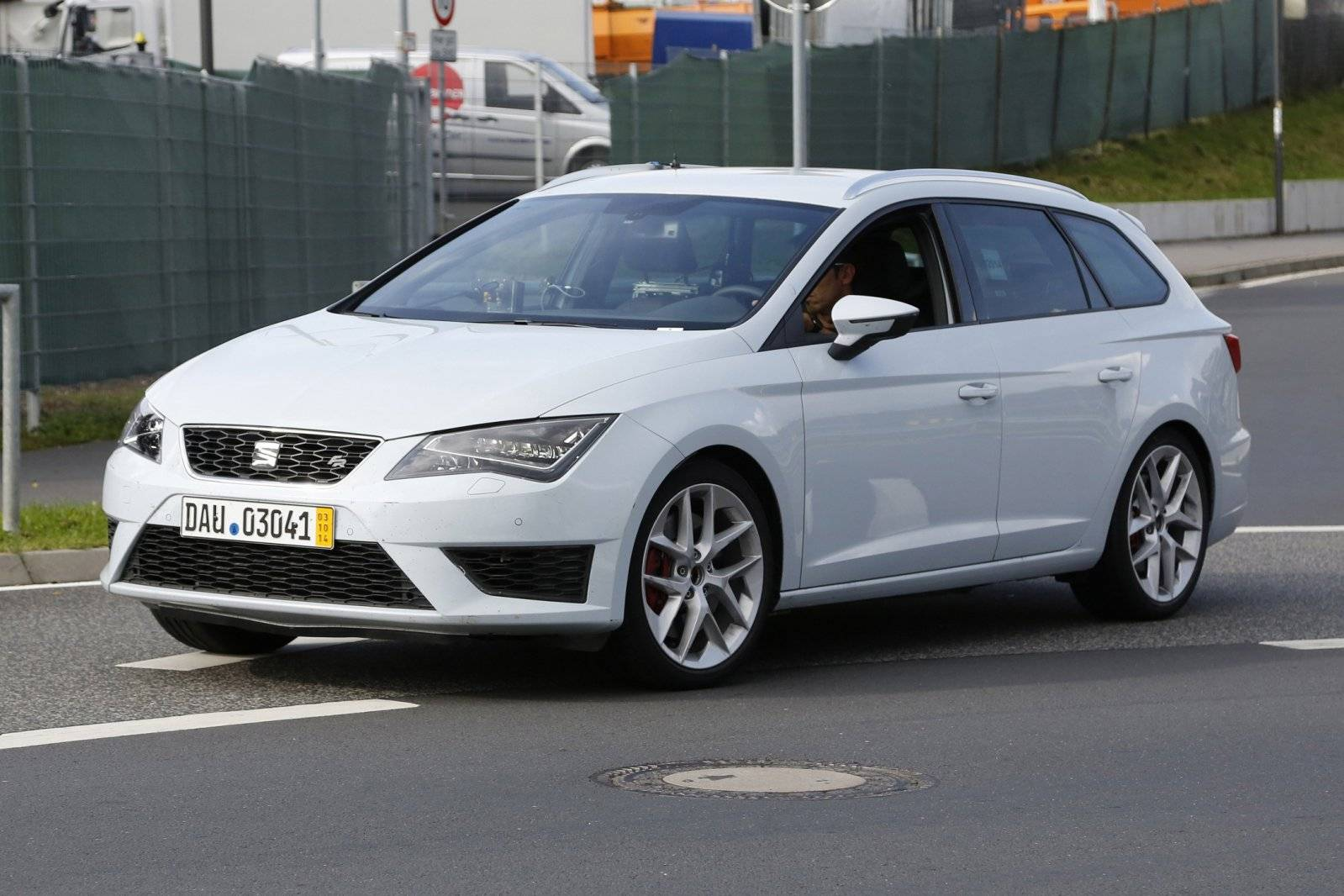 seat leon st cupra bijna klaar spyshots. Black Bedroom Furniture Sets. Home Design Ideas
